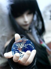 girl_holding_world